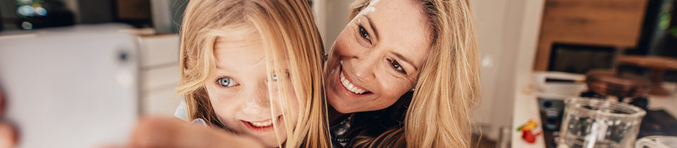 mother-daughter-kitchen_960x210_134325406